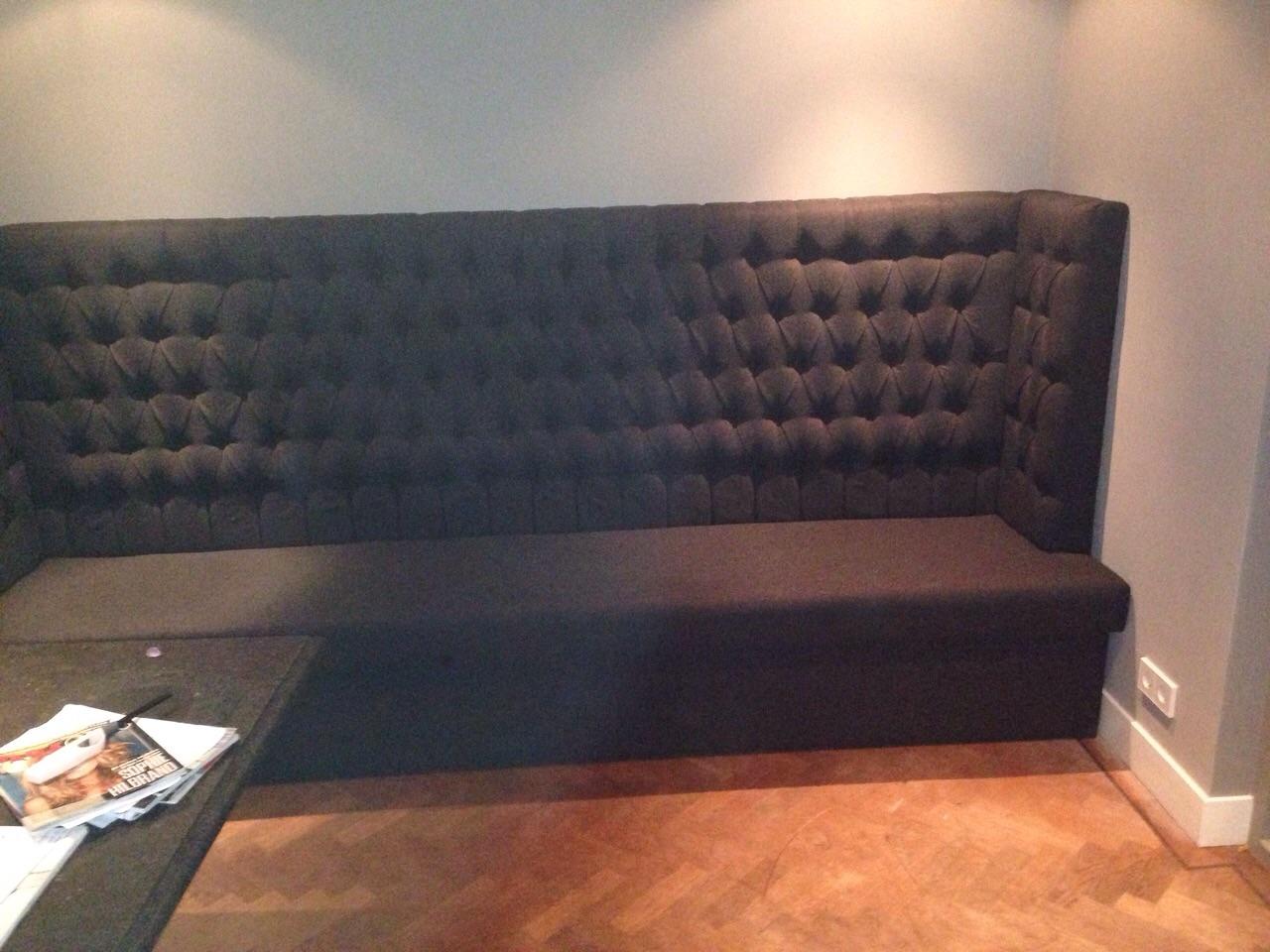 Wandbank gecapitonneerd Style en Luxury eetkamerbank op maat.jpg